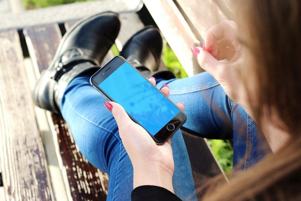 Iphone, Main, Jeune Fille, Smartphone, Téléphone Mobile