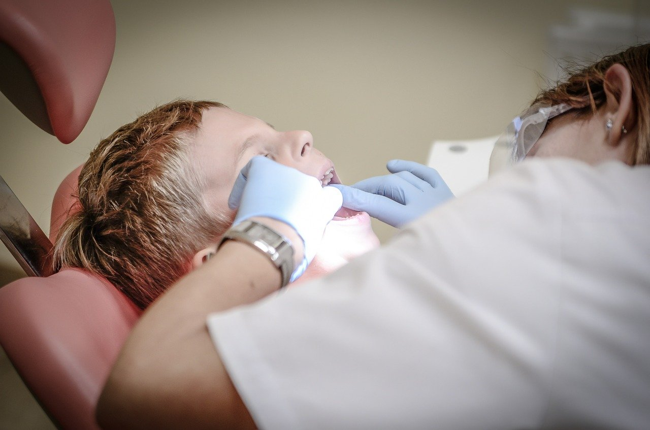 Consulter un dentiste doit être naturel et régulier