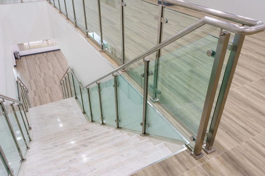 garde-corps en verre et metal LED